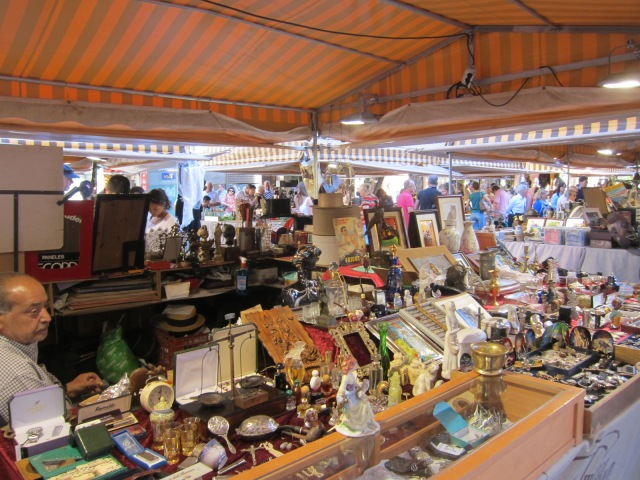 Antique market in Catedral square