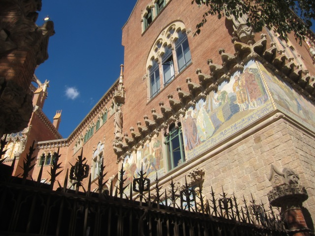 Mosaics and murals depicting the history of Catalunya decorate many of the buildings